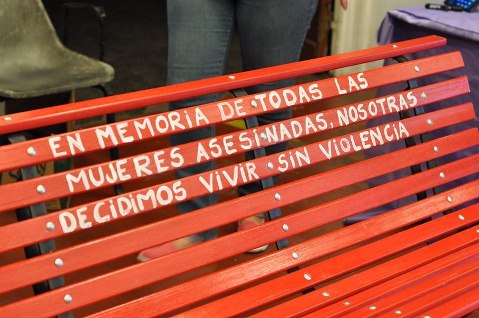 """""""En memoria de todas las mujeres asesinadas por quien decía amarlas"""""""